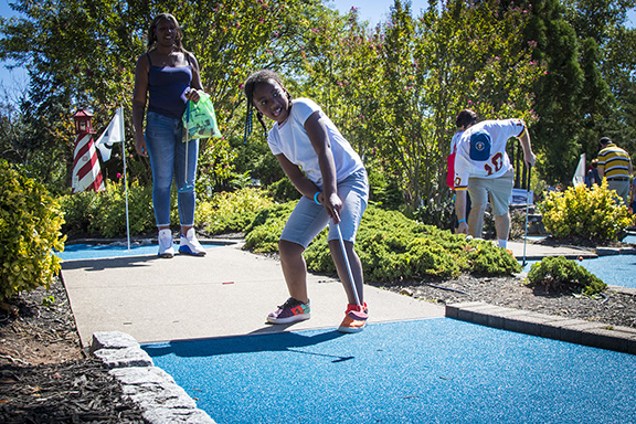 1.-Family-mini-golf-shot-FFF